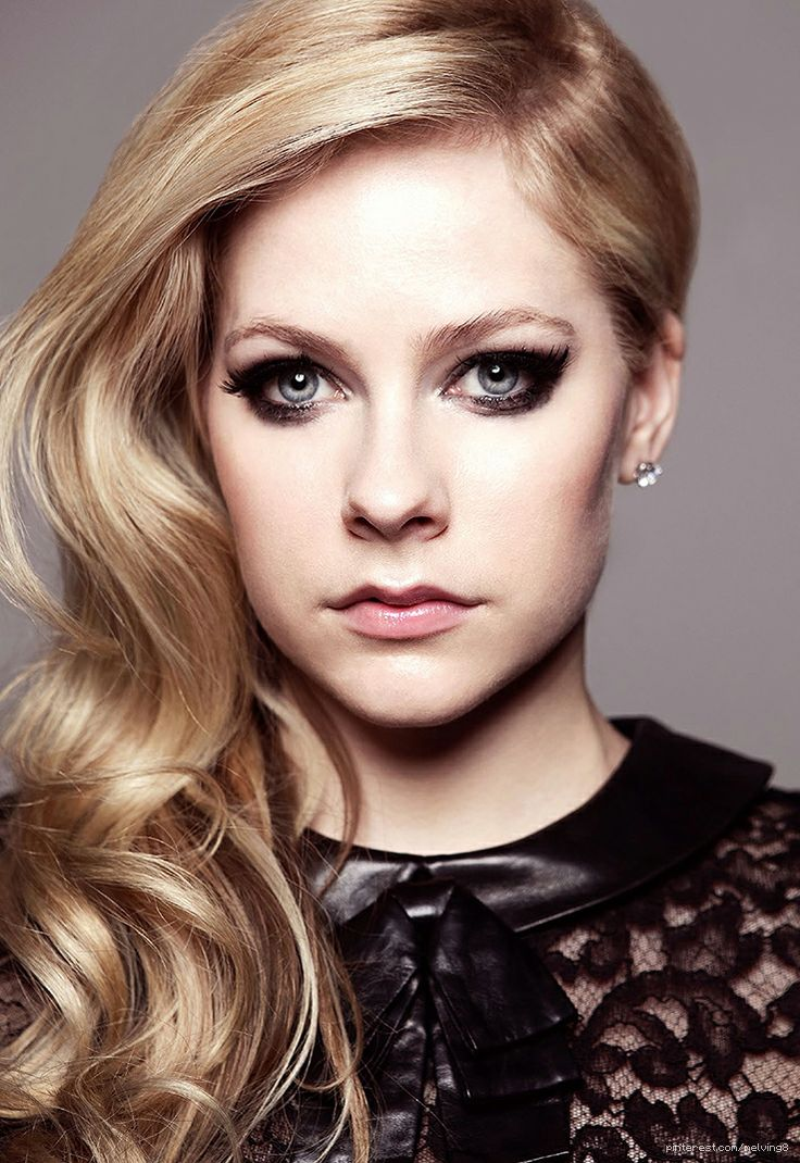 Avril Lavigne by Amanda Elkins