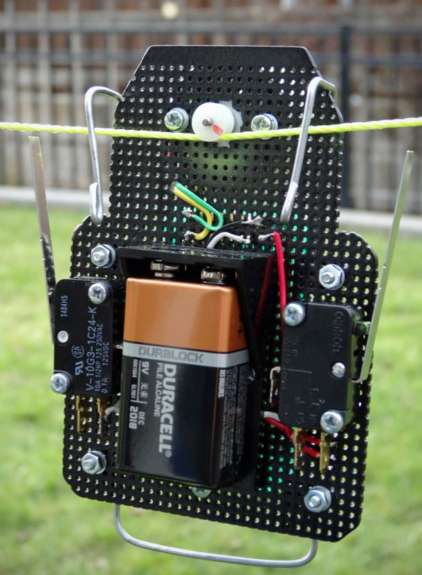 These string racing robots are like tiny cable cars. #Atmel #StringRobots…
