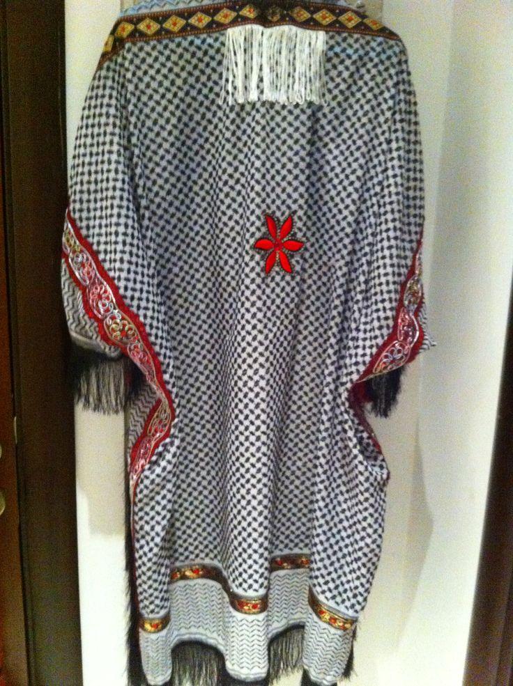 Oriental black/ white cape