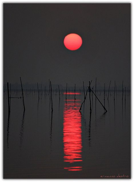 lines, reflections and a little redLittle Red, Photography Sunsets, Red Moon, Sunsetbeauti Beach, Sunsets Pictures, Beautiful Nature Photography, Red Black, Red Sun, Amazing Sunsets