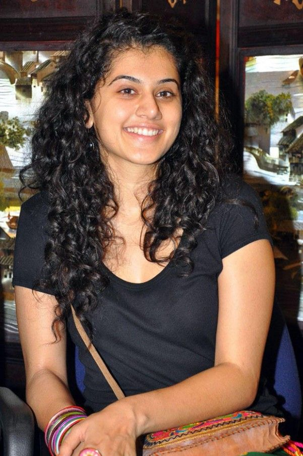 Taapsee Pannu Curly Hairstyle Curly Hair Styles Mira Hair Oil Hairstyle