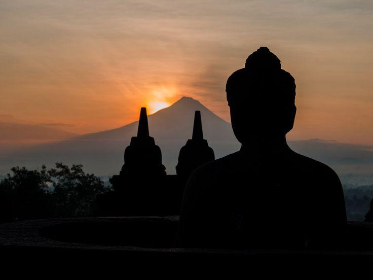 Bezienswaardigheid Indonesie 2: zonsopkomst Borobodur, Java.