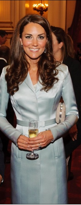 Kate also has a gorgeous smile,  like her mother-in-law did, not to mention the sweetness, the figure and such beautiful hair!  Isn't youth wonderful!