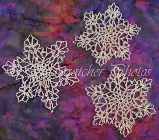 Three of a Kind crochet snowflakes pattern. I'd love to make these and place in Christmas cards for people on my card list. #crochet #snowflakes #patter