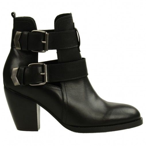 SACHA // Cut out boots € 99,95