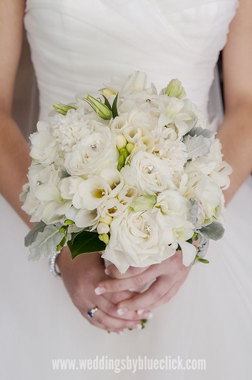 Soft colours white bridal flowers. Photography by Blueclick Photography. Port Douglas,North Queensland Weddings.