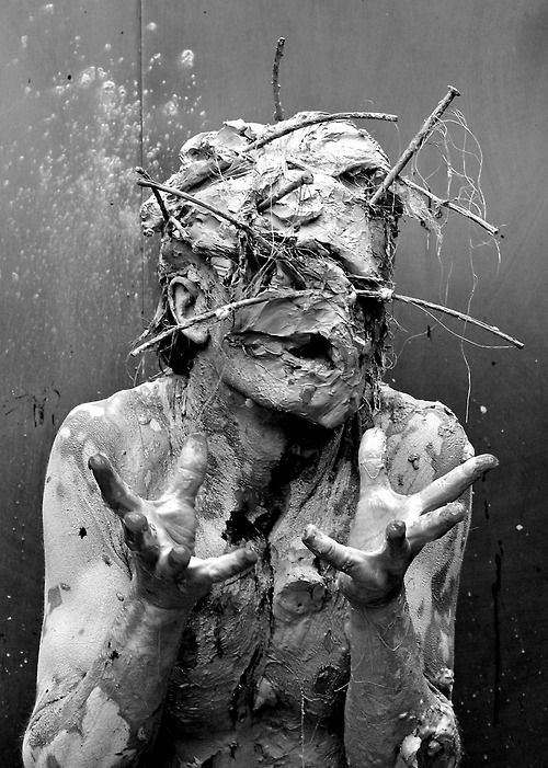 PERFORMANCE ART Olivier De Sagazan  Transfiguration [2008] is the story of a failure. The inability of a painter-sculptor to give life to his work. In a desperate gesture, the painter goes under the clay to give his life.