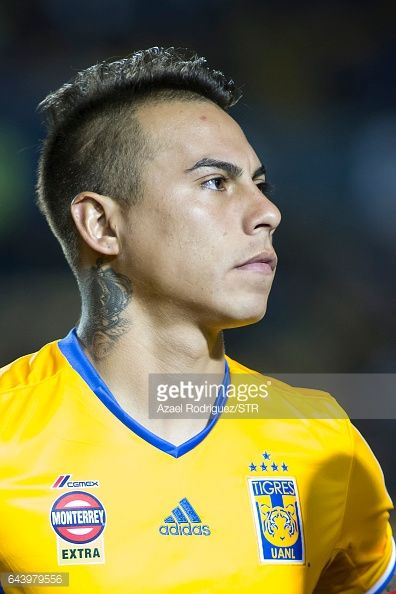 Fotografía de noticias : Eduardo Vargas of Tigres pose prior the...