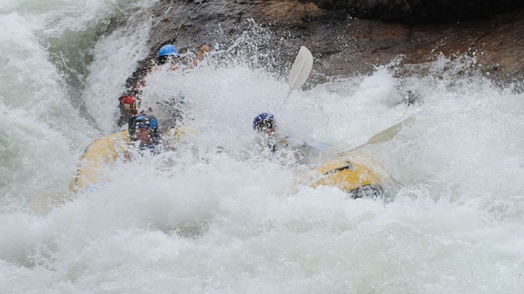 #vatso Kry vir jou 'n bek vol water! River rafting action from the Ash River - Clarens http://www.outrageousadventures.co.za/ash.html