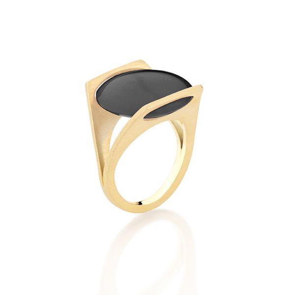 Antonio Bernardo - Anel Malevich (Anel em ouro amarelo 18k com quartzo negro)
