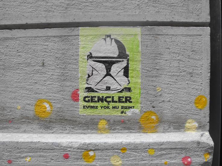 Gençler eviniz yok mu sizin? - Galata #ayna #stormtrooper