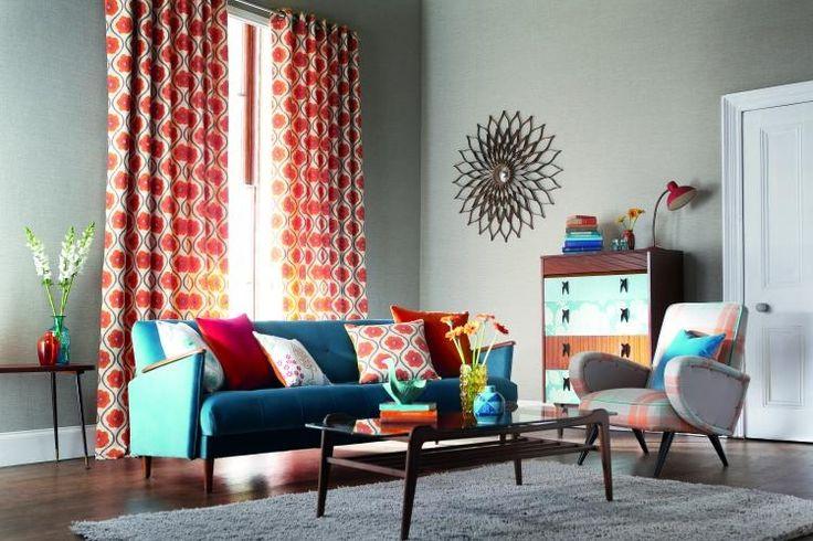 peinture-grise-rideaux-colorés-canapé-droit-chaise