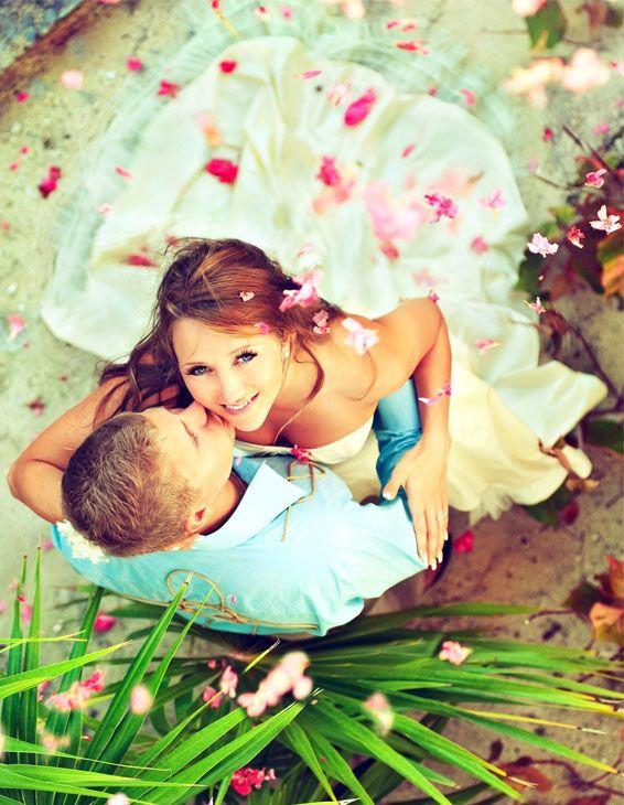 ¿Cómo encontrar, tu vestido de novia? El vestido de novia es probablemente el vestido más importante en la vida de toda mujer. Y sin duda alguna, el mayor reto una ver concretada la fecha de la boda
