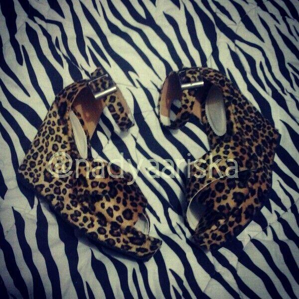 Leopard Wedges  BENGKEL SEPATU HANDMADE terima pesanan sepatu custom. bisa satuan / grosir. sepatu cewe/cowo. resseler wellcome. bisa pake merek sendiri. Bisa buat yang size sepatunya oversize/smallsize yang susah cari sepatu di pasaran. . . SEMUA FOTO SEPATU YANG DI UPLOAD REAL PIC HASIL BUATAN KITA YAA . . MINAT /INFO LANGSUNG HUBUNGI KONTAK YA PILIH SALAH SATU BB : 75152D4D LINE : NADYARIS WA : 081321803355  Follow Instagram : @nadyaariska Like Page nya…