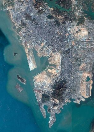 Qianhai forms the western edge of Shenzhen city, at a key point of the Pearl River delta.