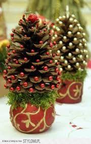 kerstboompje met sparappels en mooie sierspelden