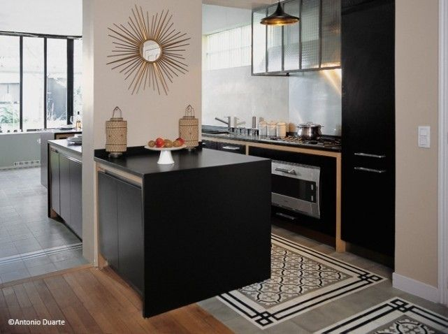 I love this kitchen!!! Carreaux de ciment cuisine