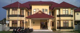 Berikut ini daftar alamat sekolah yang ada di Kabupaten Tanjung Jabung Barat :  NO  SEKOLAH  ALAMAT  DESA  KECAMATAN  1  MAS NURUL WATHAN  JL.LINTAS TIMUR  BATANG ASAM  2  MTSS NURUL WATHAN  DUSUN KEBUN  BATANG ASAM  3  SMAN 3 TUNGKAL ULU  JL. LINTAS TIMUR SUMATERA KM.157  DUSUN KEBUN  BATANG ASAM  4  SMAS NURUL YAQIN  JL. MATAHARI RT. 04 KADUS 01 RAWAMEDANG  RAWAMEDANG  BATANG ASAM  5  SMP NEGERI 03 TUNGKAL ULU  JL. LINTAS TUMUR RT. 03  DUSUN KEBUN  BATANG ASAM  6  SMP NEGERI 8 TUNGKAL ULU…