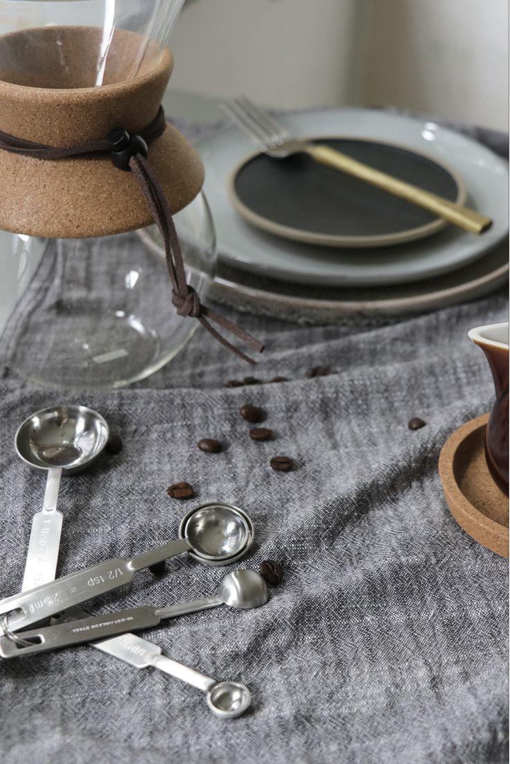 Concept-Styling-Photograpy: Sanne Ketelaar #slowliving #scandinavian #scandinavianlifestyle #interior #scandinavianinterior #interiordesign #styling #stylingdesign #ceramic #wabisabi #perfectimperfect #stylist #conceptstylist #sanneketelaar #lifestyle #inpspiration #livingroom #tableware #coffee #slowcoffee #cork #durable