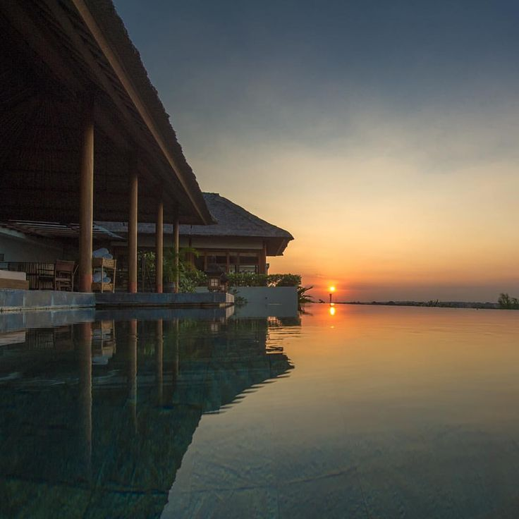 when the sunset coming  www.geriabalivacation.com/longhouse-villa/ #beautifuldestination #luxurytravel #thesuitelife #hgtv #geriabali #balibible #balidaily #tbt #thegoldlist #luxwt #bali #balivilla...