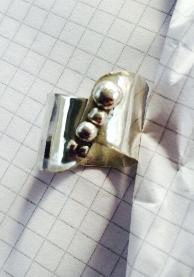 Anillo de plata con granulado