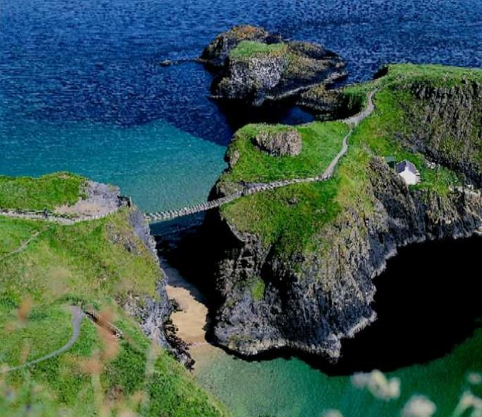 Carrick-a-Rede Rope Bridge in Northern Ireland!: Favorite Places, Rope Bridge, Places I D, Northern Ireland, Ropes, Bridges, Ropebridge