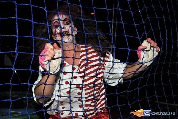 90/92 | Photo des soirées de l'horreur, Terenzi Horror Nights 2009 situé pour la saison d'halloween à @Europa-Park (Rust) (Allemagne). Plus d'information sur notre site http://www.e-coasters.com !! Tous les meilleurs Parcs d'Attractions sur un seul site web !!