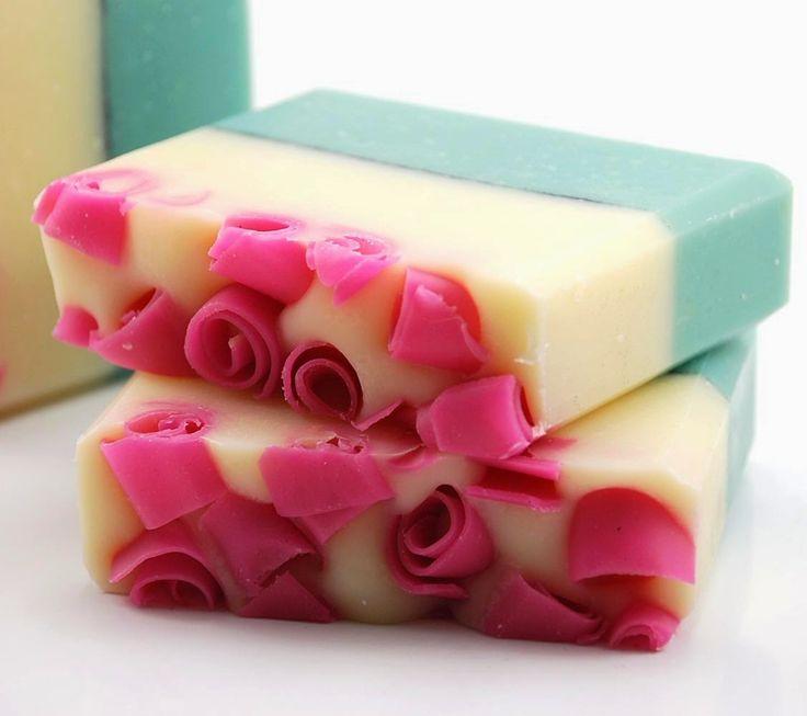 Το σαπούνι είναι απαραίτητο για την καθημερινή καθαριότητα τόσο του σώματός μας όσο και του προσώπου μας...
