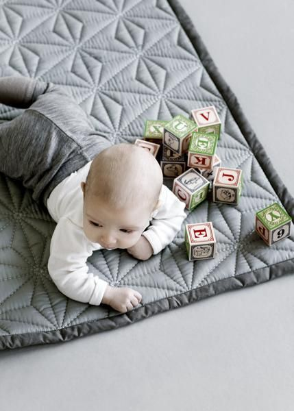 The grey baby quilt by Danish brand Cam Cam is super soft for little people. This product is OCS-certified and made with 100 % organically grown cotton.
