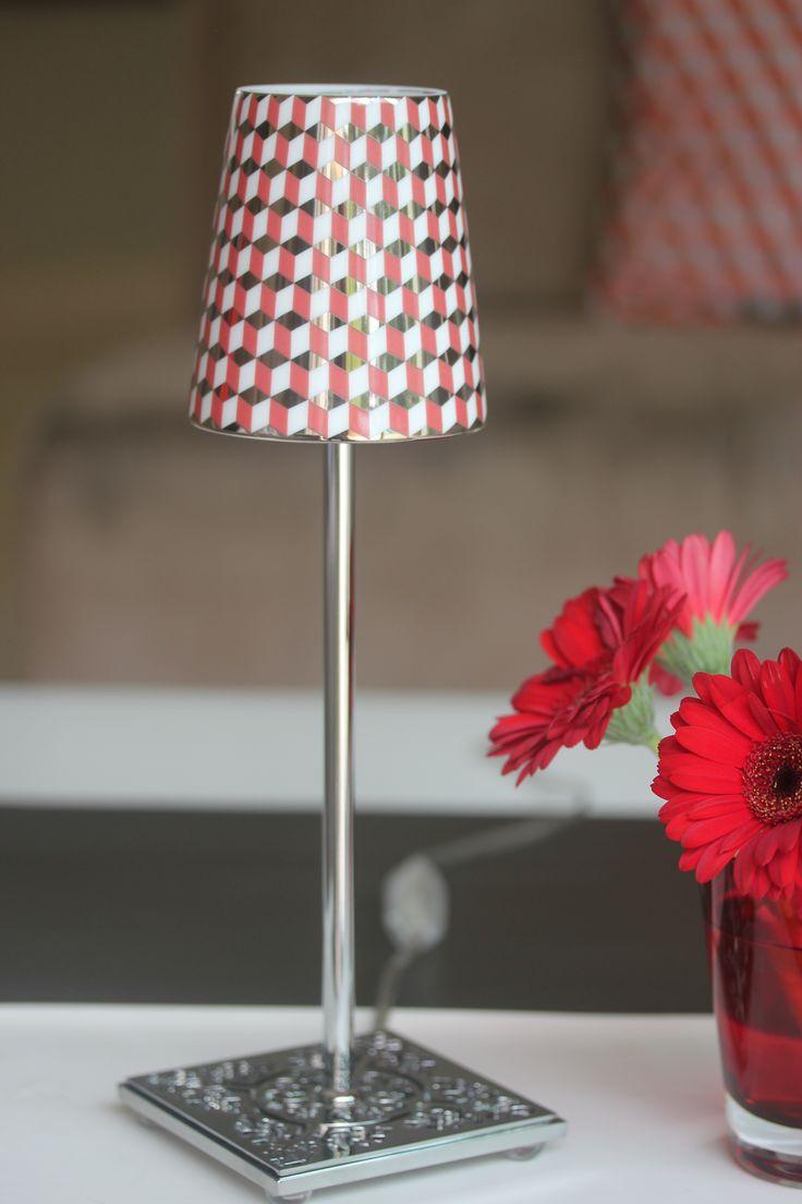 Les luminaires Rose et Marius avec abat jour interchangeable en porcelaine de Limoges. Fait main en France