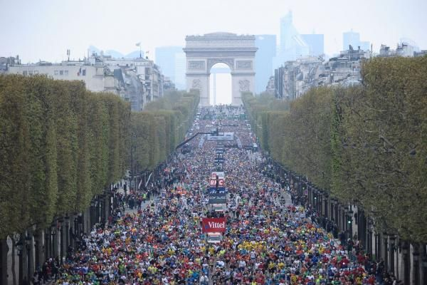 Start op Champs Elysees - Paris marathon (2013 - 3:27u)