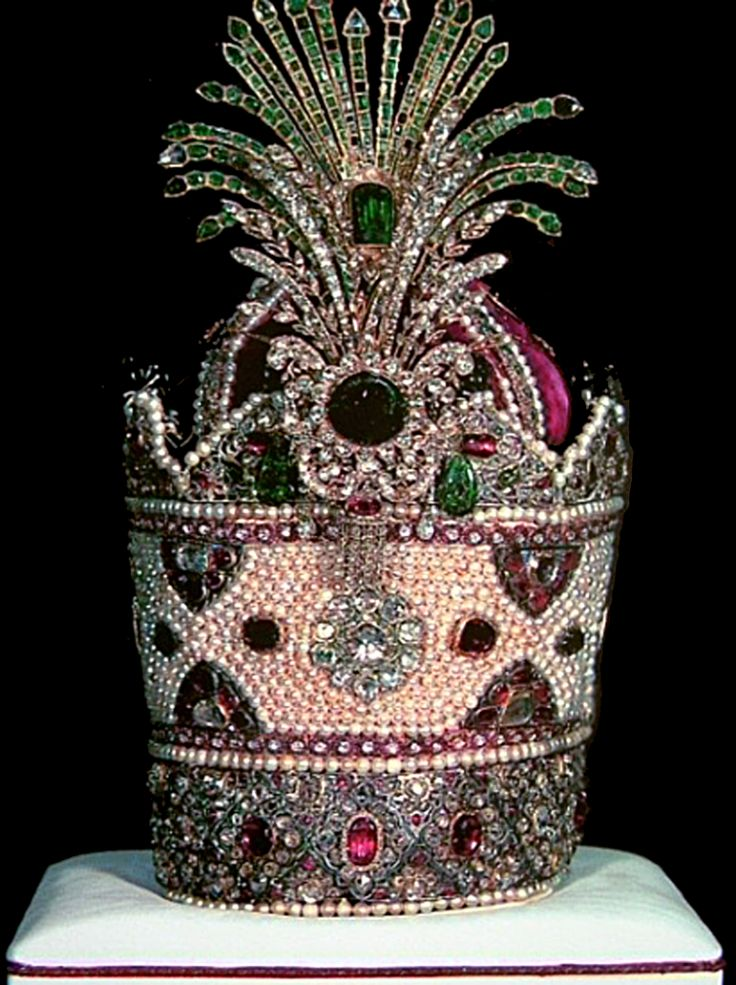 The Kiani Crown | Ethnic Jewels Magazine  This opulent and splendid crown was worn for coronations in Iran during the Qajar dynasty (1796 – 1925)