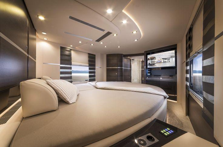 Een Concorde kampeerauto van > € 750.000,-. Maar dan heb je wel een slaapkamer met mediawand. #gekkerwordthetniet #willemlaros.nl #travelphotography #canon #canonnederland #canon_photos #travelblog #reizen #reisjournalist #travelwriter #reisfotografie #landschapsfotografie #kamperen #vakantiekriebels #campervaria #camperreismagazine #camping #caravan #camper #autoweekcampers #kampeerauto #vivakamperen.nl #caravansalon #düsseldorf #flickr #fbp