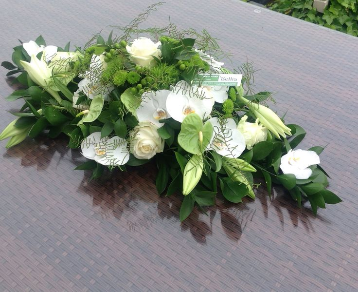 Grafstuk met Lelies en Anthuriums