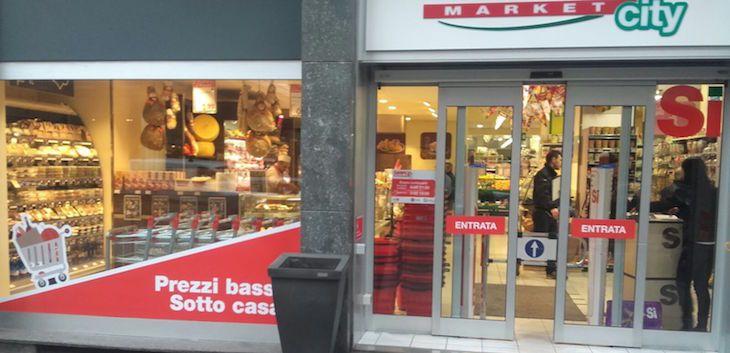 Simply, la catena dei supermercati del Groupe Auchan, rileva lo storico supermercato milanese di corso Genova 19, che diventa il 63° Simply City a Milano.