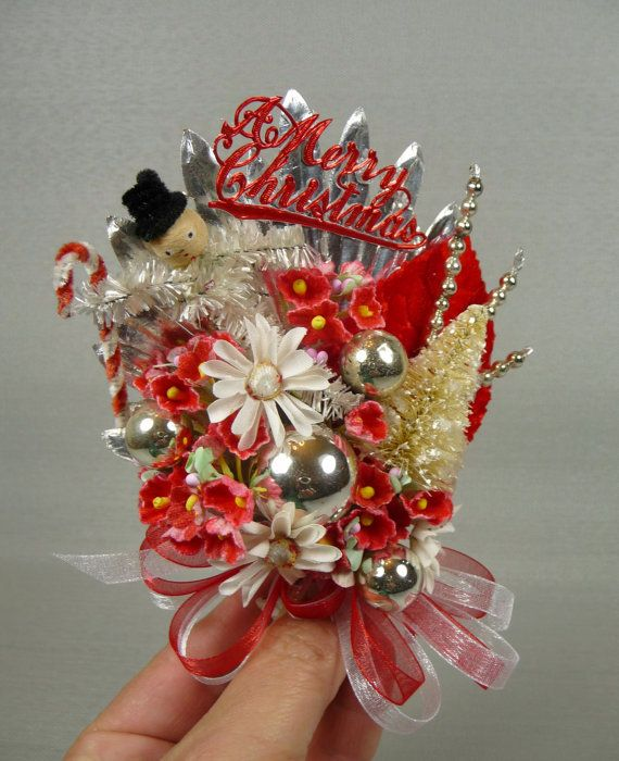 I think Christmas corsages are the next big vintage xmas craft.