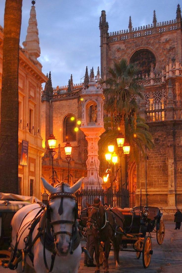 Carriages - Seville, Spain Que linda es España aquellos lugares que mantienen las construcciones y lo antiguo es para destacar Adriana Te Ayuda Web-www.adrianateayuda.com
