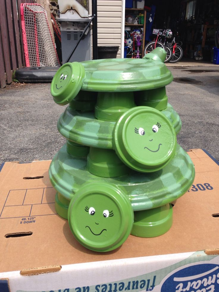Use Terra Cotta Pots And Saucers To Make A Turtle Trio For
