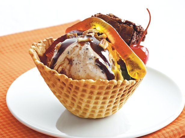 "Brownie ""I Scream"" Sundaes"