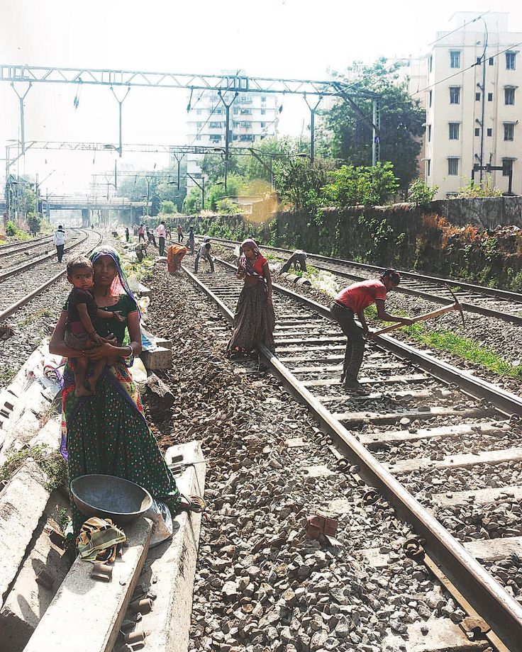 During the Hancock Bridge demolition in #Mumbai, while walking on the tracks, I saw these guys cleaning the rocks off the track. The child was crying her mother kept her work aside and carried him. The father on the other side is digging the tracks. . #bombay #India #incredibleindia #_soi #_soimumbai #NGMA. Atulya Bharat !!