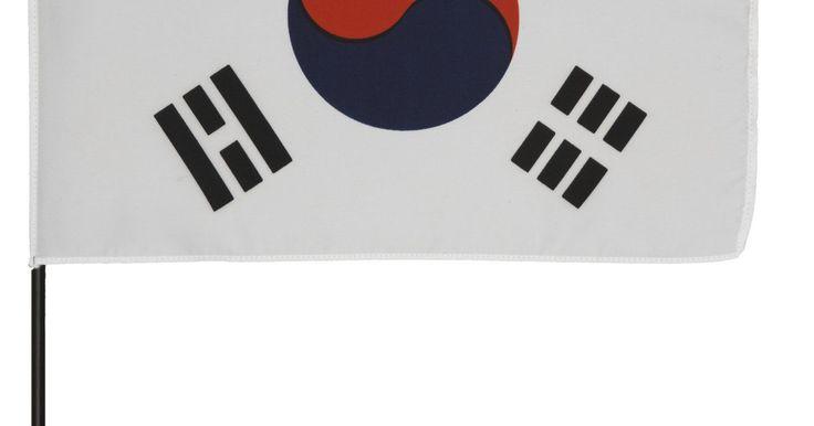 Cómo escribir nombres en coreano. El coreano es uno de los idiomas más fáciles para escribir y para leer. Dado que las normas para el coreano escrito no tienen excepciones, incluso si no entiendes el significado de los caracteres, puedes leer cualquier cosa mientras conozcas las letras. Escribir nombres es fácil, porque puedes deletrearlos exactamente como se pronuncian.
