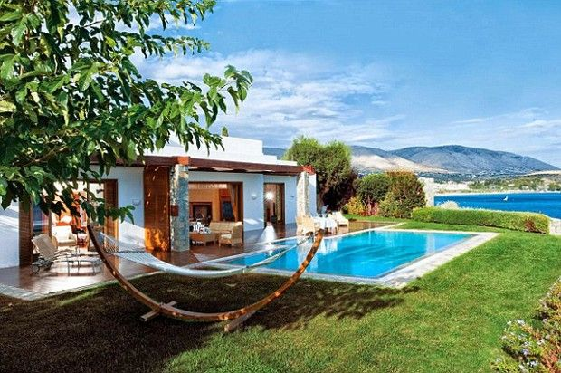 O reduto de luxo dos famosos na Grécia. DiCaprio e J.Lo já estiveram lá