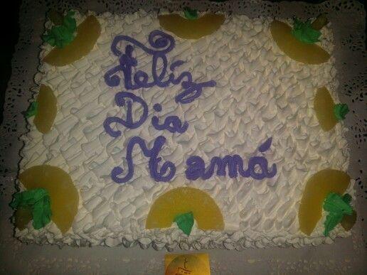 1 torta 30 personas piña escrito feliz dia mama