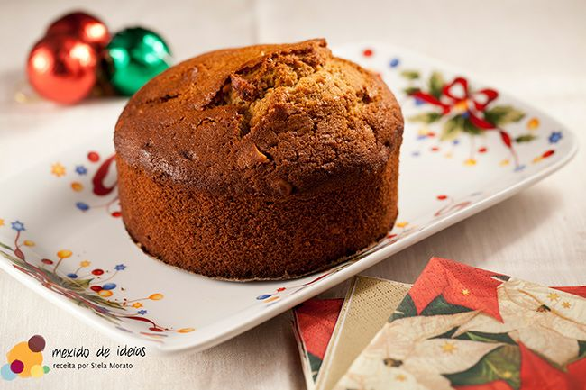 Que tal um delicioso Bolo de cappuccino de Natal para celebrar este fim de ano? A receita é simples e o resultado é de dar água na boca.