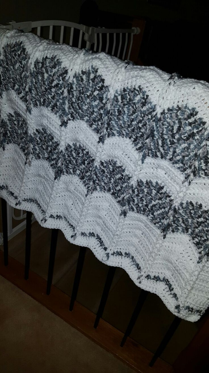 Crochet blanket. Grey and white