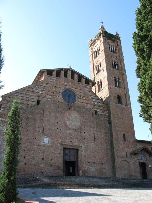 Базилика святого Климента (Сан-Клементе-ин-Санта-Мария-дей-Серви) расположена на улице Via Val di Montone на юго-восточной окраине города примерно в 600 метрах от Кампо.