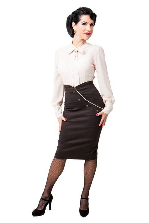 BUTTERFLY BEIGE. Camisa de gasa beige manga larga y lazada en el cuello.  Falda. DIXIE TUBO. Falda de tubo, corte cruzado delantero, ribetes en beig y botones forrados en tejido chanel plastificado jaspeado marrón.#Presumidas #AndreaPalau #soypresumida #PresumidasElegance #moda #moda50s #años50 #1950sfashion #ropavintage #m#pinup #pinupgirl #fiftties #fifttiesstyle #fifttiesgirl #cool #estampadosvintage odavintage #vintagestyle#vintageoutfits…