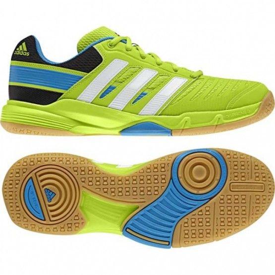 Méretek: 41 1/3, 47 1/3. Adidas Court Stabil 10.1  Váltakozó ún. flex zónákkal valamint speciális gumikeverékkel segíti a gyors mozgást és egy időben kiváló tapadással nem enged elcsúszni. Kézilabdás illetve squash játék közben a gyors mozdulat -és irányváltás elengedhetetlen így a Court Stabil 10.1 kiváló társ ebben. Tökéletes légáteresztése kényelmes viseletet biztosít egész meccs alatt. További jellemzői: adiPRENE+, Torsion System, kivehető betét, TPU háló
