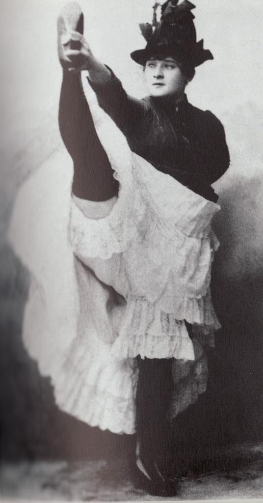 La Goulue - La mayor de las estrellas del Moulin Rouge a fines del siglo XIX y principios del XX. Se le adjudica la invención del Can-Can, si bien lo único que ella  creó, fue una coreografía sugestiva para una danza típica de Alsacia, de donde era oriunda. Toulouse Lautrec la inmortalizó en varias de sus obras. Murió muy pobre.