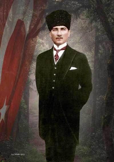 Atatürk'ün Boydan Çekilmiş Kalpalı Bir Resmi